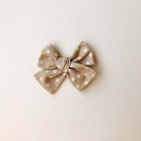 The Willow Bow, Neutral Dots