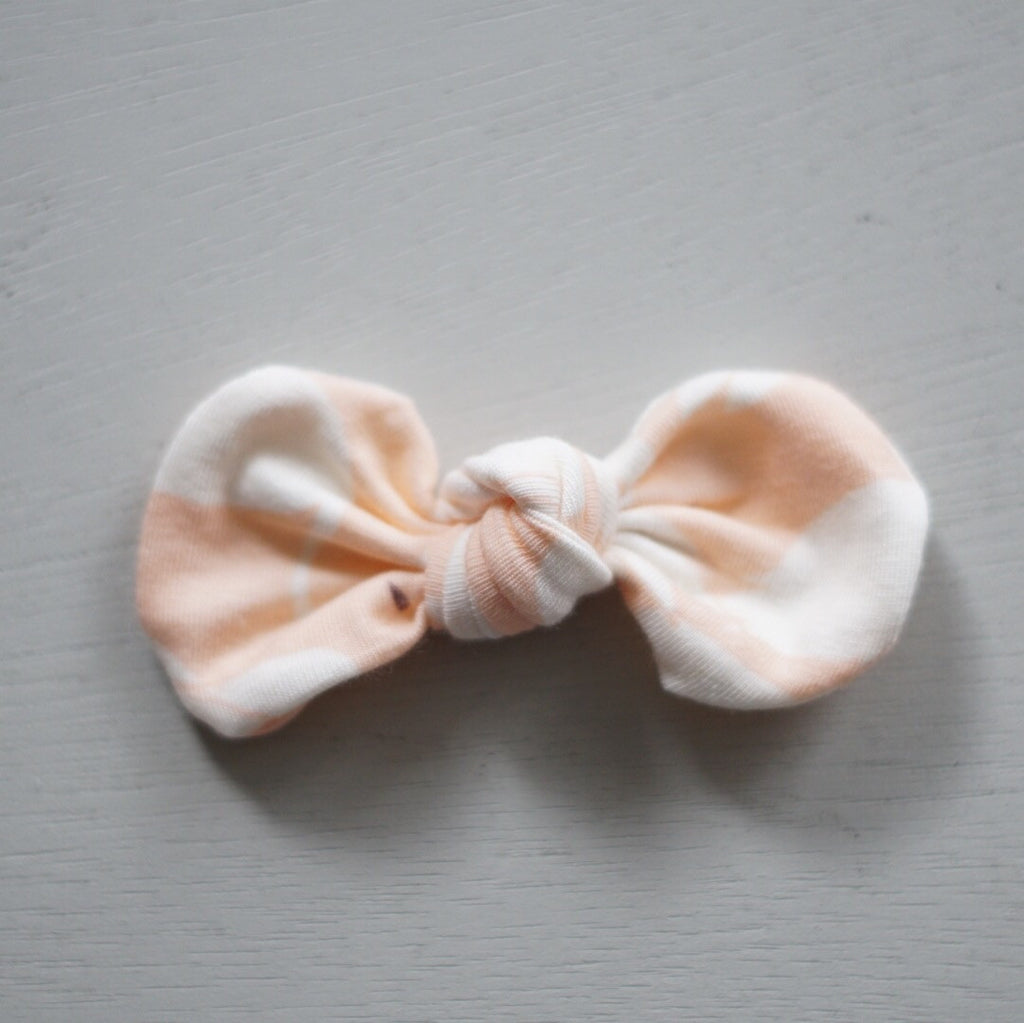 Knotted Bow Clip, Swans