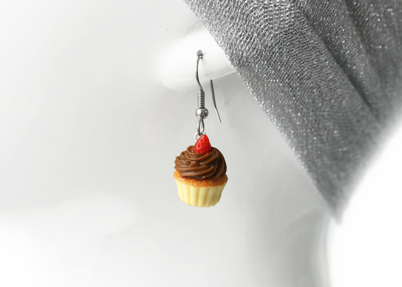 products/chocolate_frosting_cupcake_earrings_zoom_sRGB.jpg