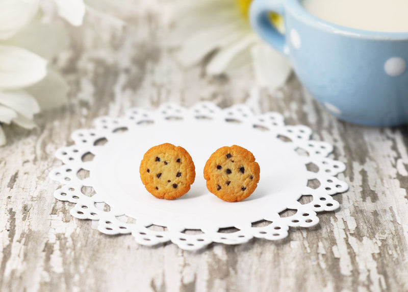 products/handmade_polymer_clay_chocolate_chip_cookie_stud_earrings_4.jpg