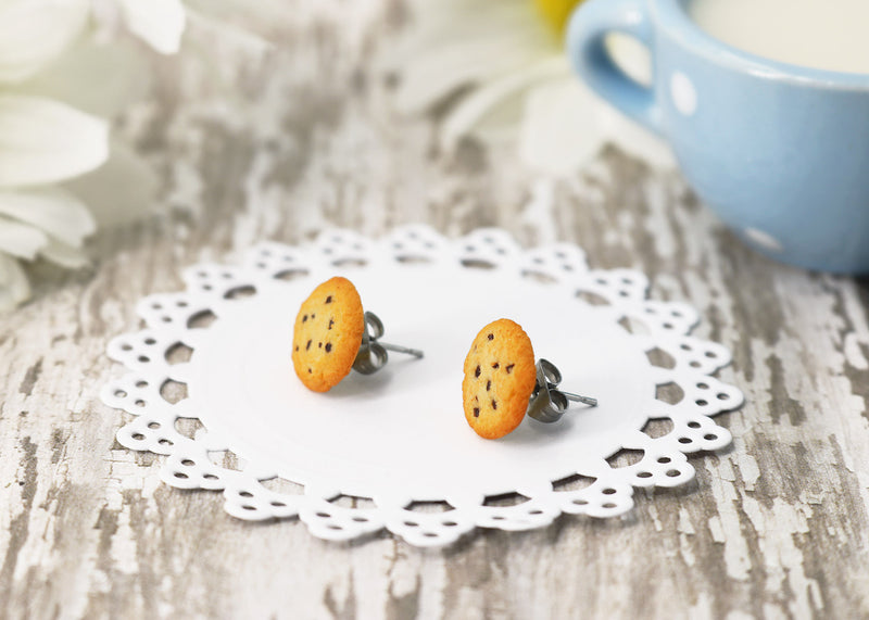 products/handmade_polymer_clay_chocolate_chip_cookie_stud_earrings_6.jpg