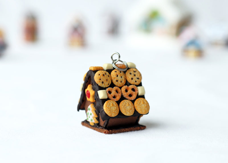 products/handmade_polymer_clay_chocolate_gingerbread_house_pendant_2.jpg