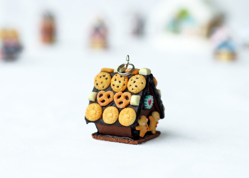 products/handmade_polymer_clay_chocolate_gingerbread_house_pendant_3.jpg