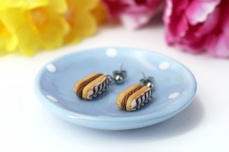 products/handmade_polymer_clay_stuffed_eclair_stud_earrings_with_choco_whipped_cream_2.jpg