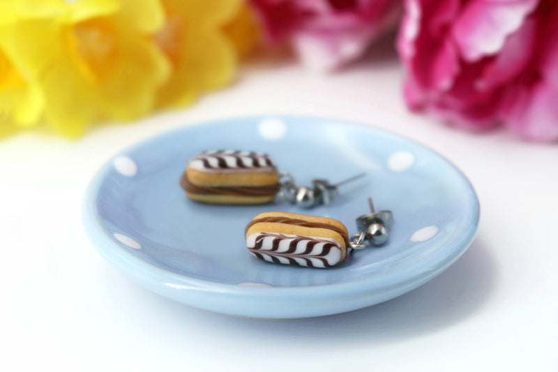 products/handmade_polymer_clay_stuffed_eclair_stud_earrings_with_choco_whipped_cream_3.jpg
