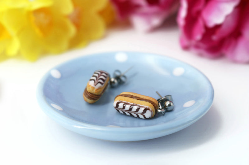 products/handmade_polymer_clay_stuffed_eclair_stud_earrings_with_choco_whipped_cream_5.jpg