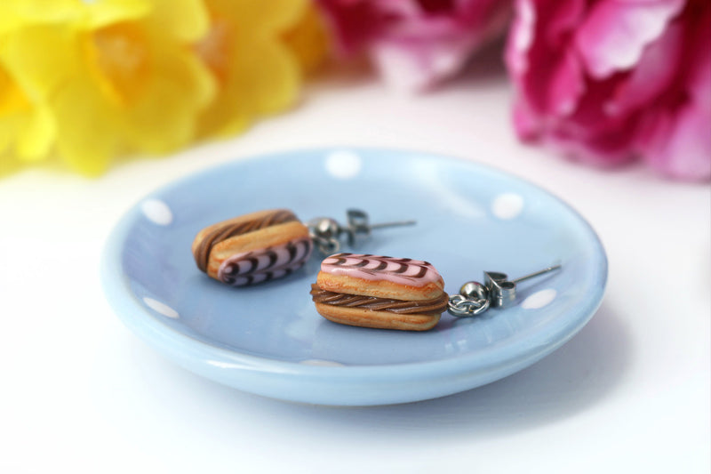 products/handmade_polymer_clay_stuffed_eclair_stud_earrings_with_chocolate_whipped_cream_3.jpg