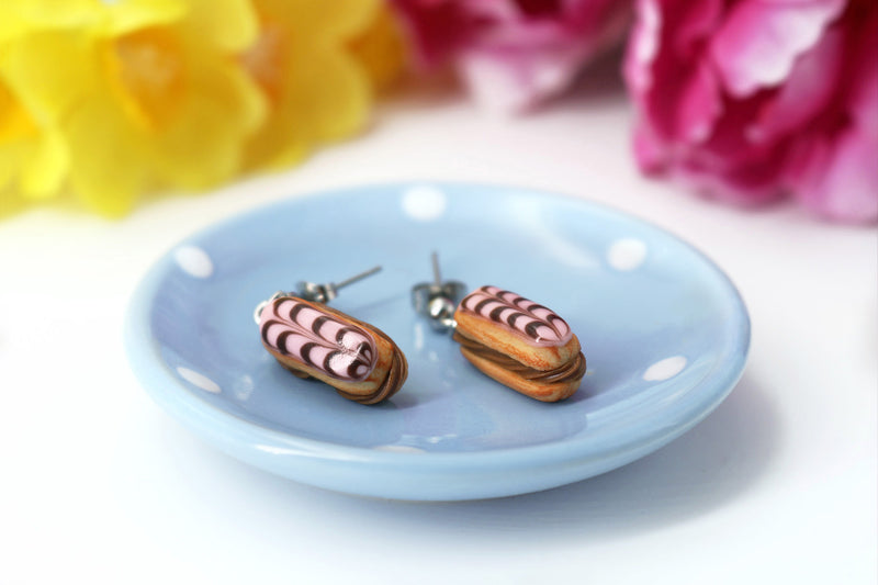products/handmade_polymer_clay_stuffed_eclair_stud_earrings_with_chocolate_whipped_cream_4.jpg