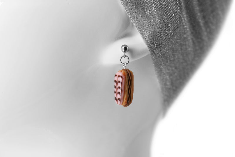 products/handmade_polymer_clay_stuffed_eclair_stud_earrings_with_chocolate_whipped_cream_6.jpg