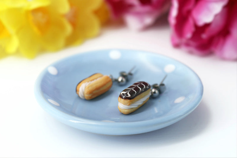 products/handmade_polymer_clay_stuffed_eclair_stud_earrings_with_whipped_cream_2.jpg