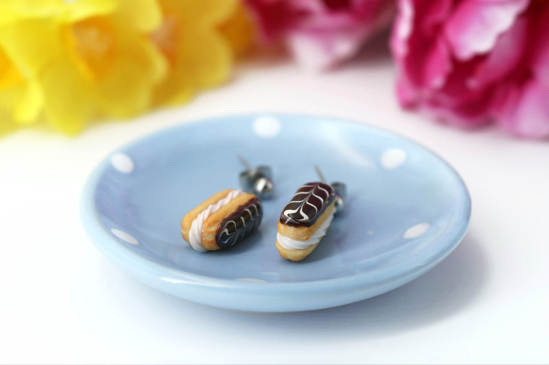 products/handmade_polymer_clay_stuffed_eclair_stud_earrings_with_whipped_cream_3.jpg