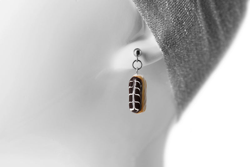 products/handmade_polymer_clay_stuffed_eclair_stud_earrings_with_whipped_cream_8.jpg