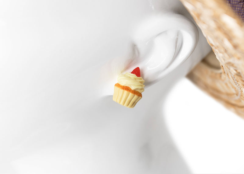 products/handmade_polymer_clay_vanilla_frosting_cupcake_stud_earrings_8.jpg