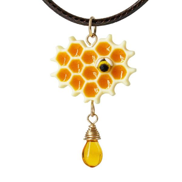 products/honeycomb_bee_necklace_polina_creations_1-2.jpg