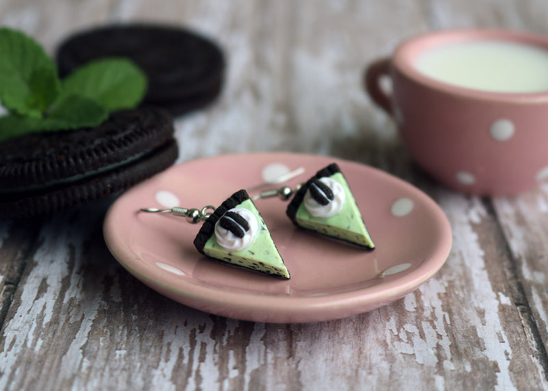 products/oreo_mint_chocolate_chip_ice_cream_pie_earrings_2.jpg