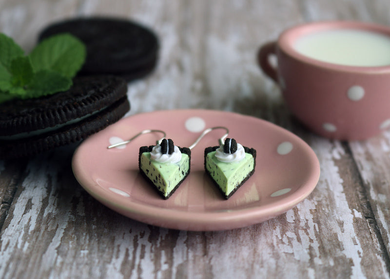 products/oreo_mint_chocolate_chip_ice_cream_pie_earrings_3.jpg