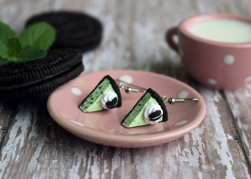 products/oreo_mint_chocolate_chip_ice_cream_pie_earrings_5.jpg