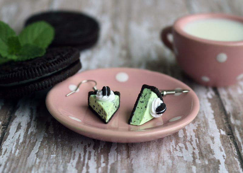 products/oreo_mint_chocolate_chip_ice_cream_pie_earrings_6.jpg
