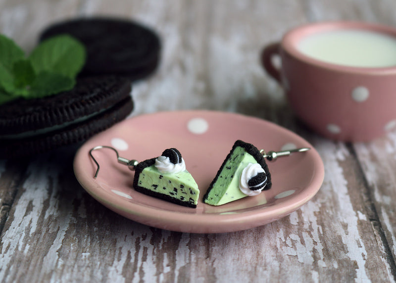 products/oreo_mint_chocolate_chip_ice_cream_pie_earrings_8.jpg