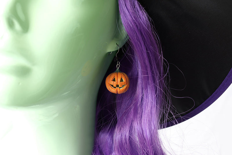 products/pumpkin_head_earrings_witch_1.jpg