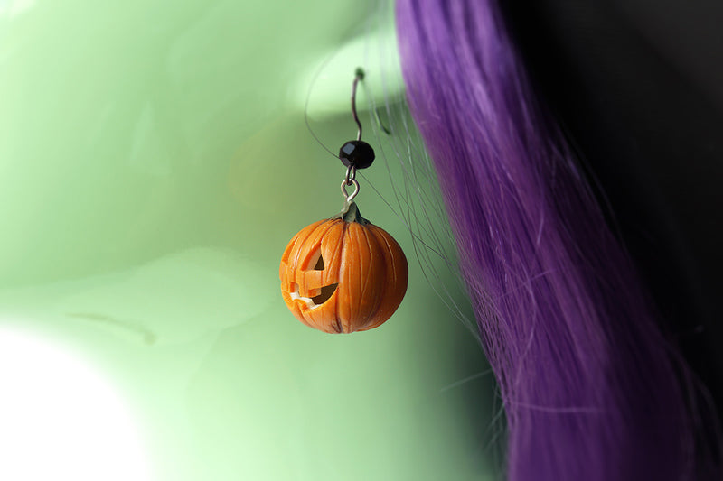 products/pumpkin_head_earrings_witch_2-2.jpg