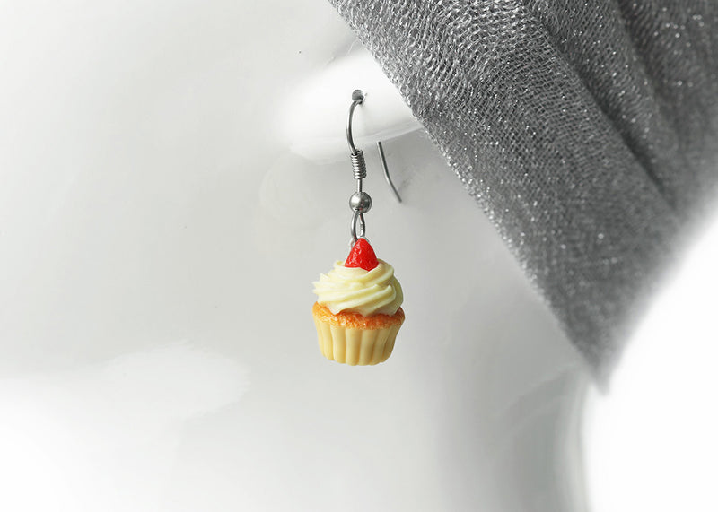 products/vanila_frosting_cupcake_earrings_zoom_3-4.jpg