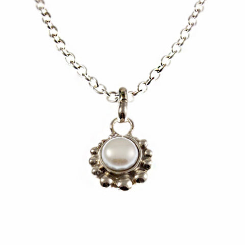 Flor white pearl necklace