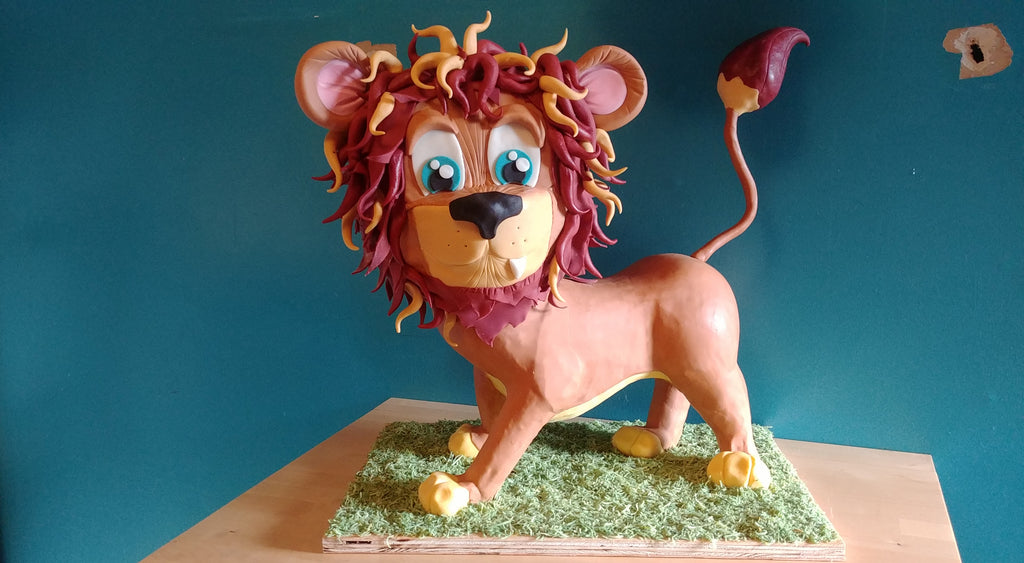 Sculpted lion cake by Jamie Louks using Innovative Sugarworks Sugar Structure