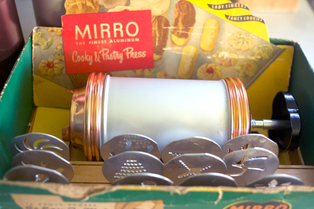 Vintage Mirro Cooky Press in box