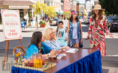 Scene of Rory Gilmore and Lorelai Gilmore (Alexis Bledel and Lauren Graham) in Gilmore Girls: A Day in the Life Revival