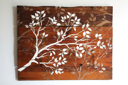 Easy DIY Rustic / Reclaimed Wood Decor Projects Ideas Inspiration | Pallet Wood Stencil Art