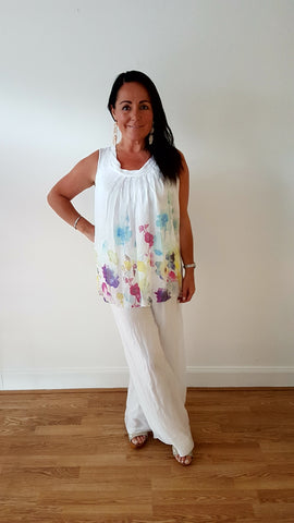 Beautiful Sleevless Top In Silk Floral Print