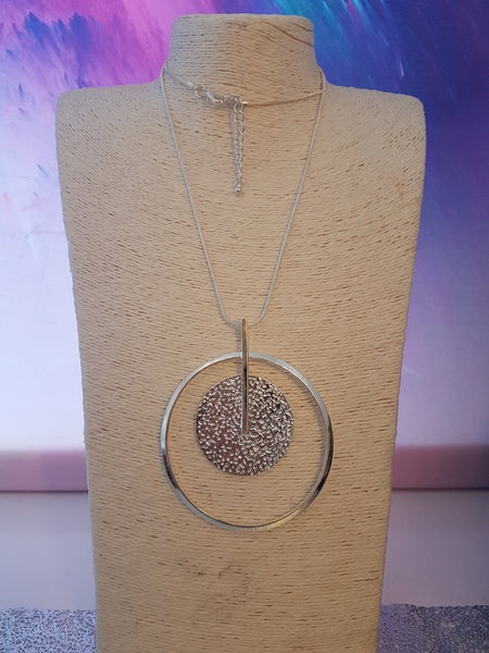 Abstrct Circle Necklace With Disc Detail