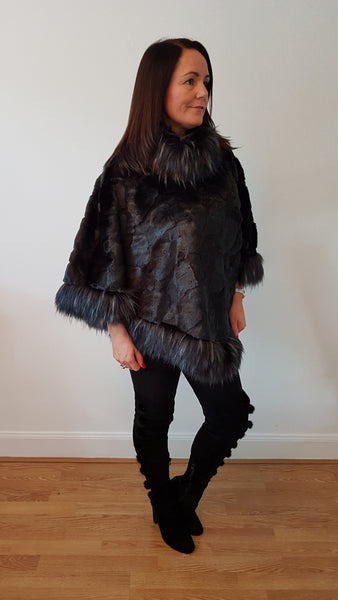 Super Glam Fur Trimmed Ponch Style In Black