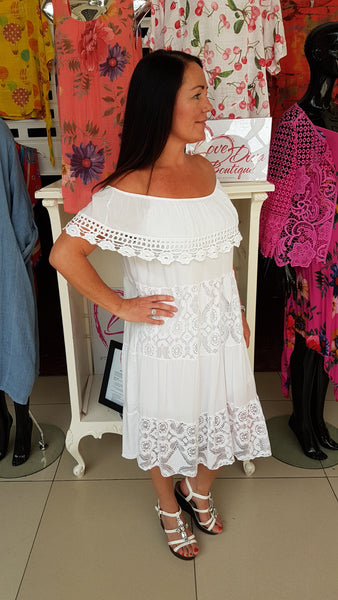 Pretty Cotton  Dress With Embroidery And Lace Detail In White