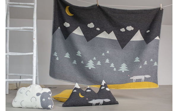 Lili toddler's wolf blanket