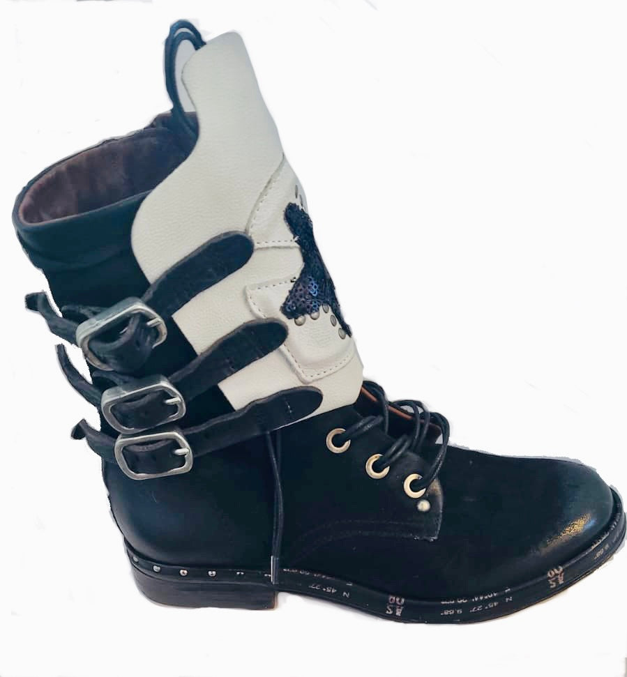 AS98 Star Boot Black and White