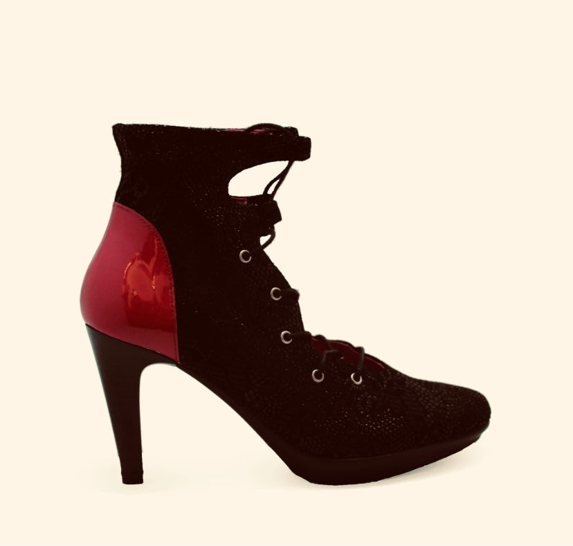 St Martins Black/ Red