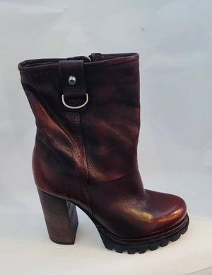 AS98 Platform boot Burgundy distressed