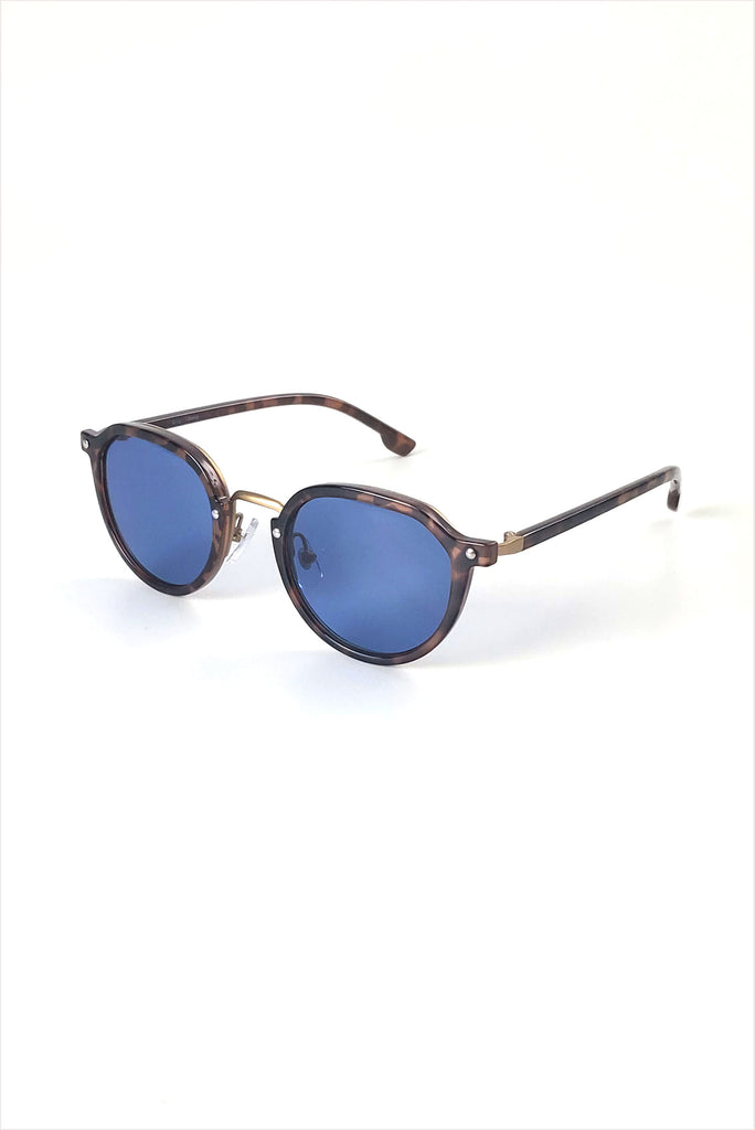 Ciqi Donny Demi With Light Blue Sunglasses