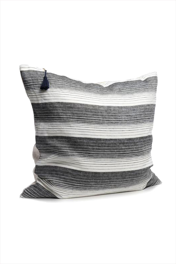 Pillow 26 x 26 Cortina Black