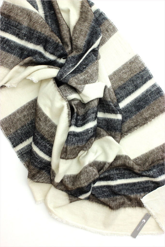 Dolpo Throw White Black Natural Brown