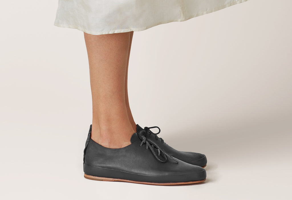 FEIT Court Shoe