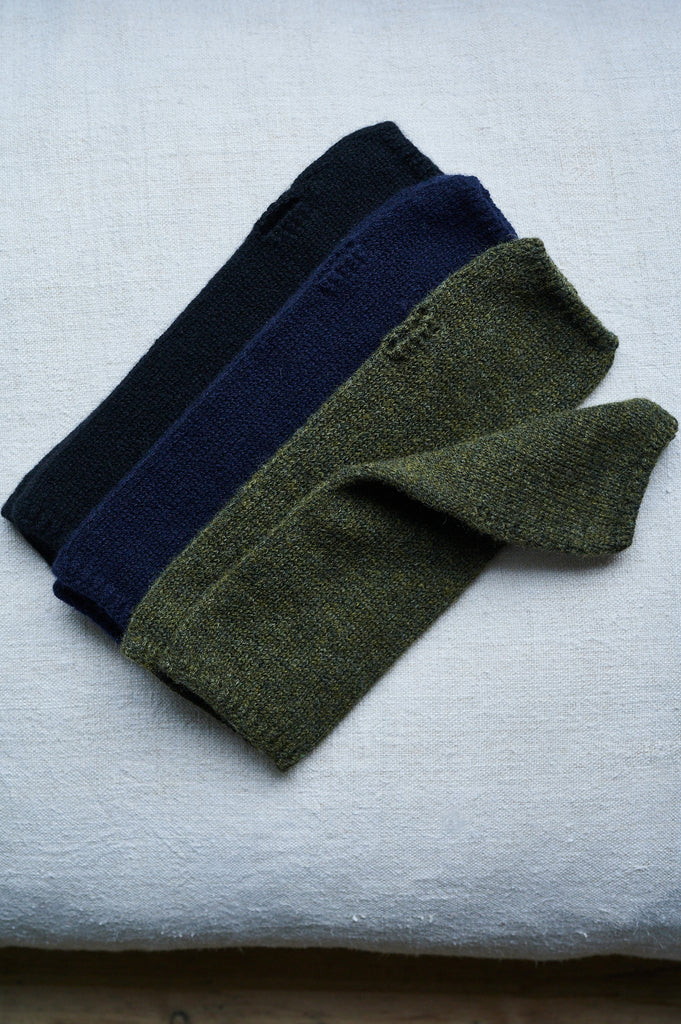 Plain knit wrist warmers in cashmere mix