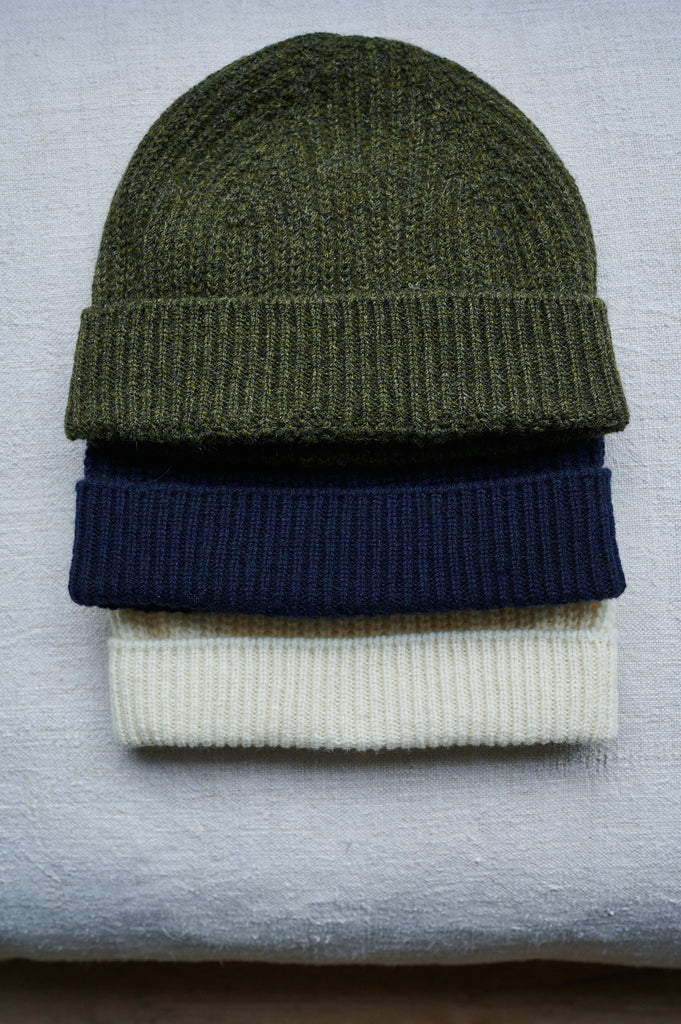 Cashmere and lambswool beanie hat