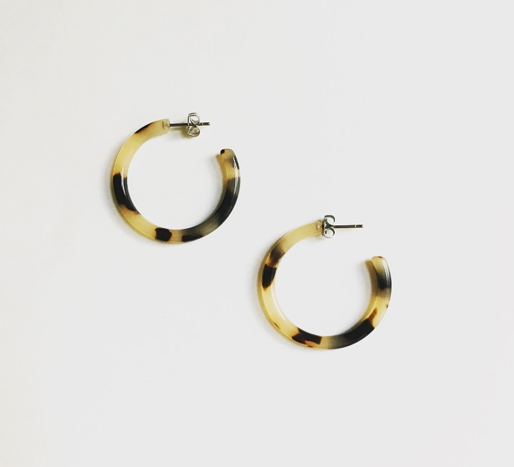a99b1e75fd0 Machete   Mini Blonde Tortoiseshell Hoop Earrings at Found