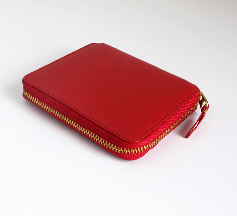 The SA210 Wallet in red leather is a unisex design that holds bank notes... click for more information