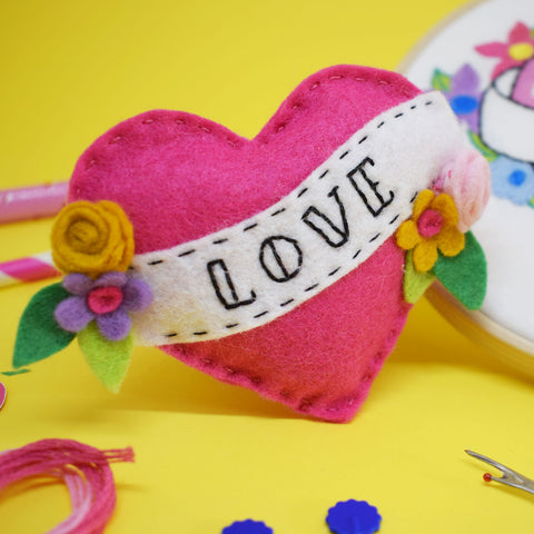 'LOVE HEART' FELT SEWING KIT