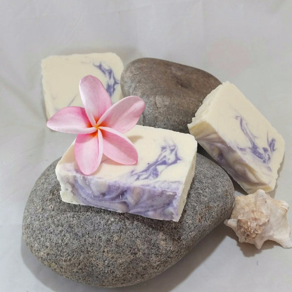 Ohana Soaps dreamy Lilac Soap, made the old-fashioned cold-processed way, is packed with 5 moisturizing oils and shea butter to nurture your skin. Our generous bars also produce lots of full bubbly lather that leaves you smelling springtime fresh, and feeling squeaky clean and soft.