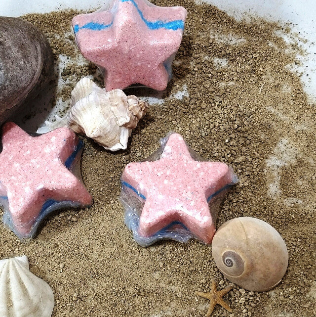 Ohana Soaps' Rock Star Bath Bombs turn on their own when you drop them in the water, spinning 5 colorful stardust tails as they fizz.